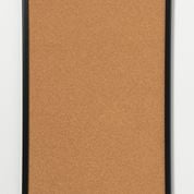 Kork opslagstavle med sort ramme. 40 x 60 cm