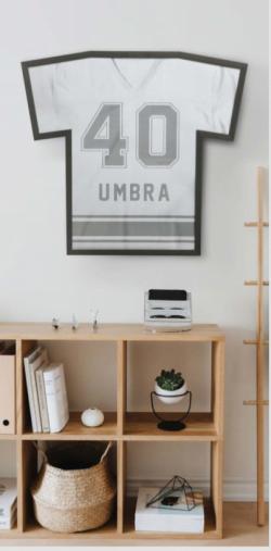 T-ramme T-shirt display sort fra Umbra - Flere størrelser